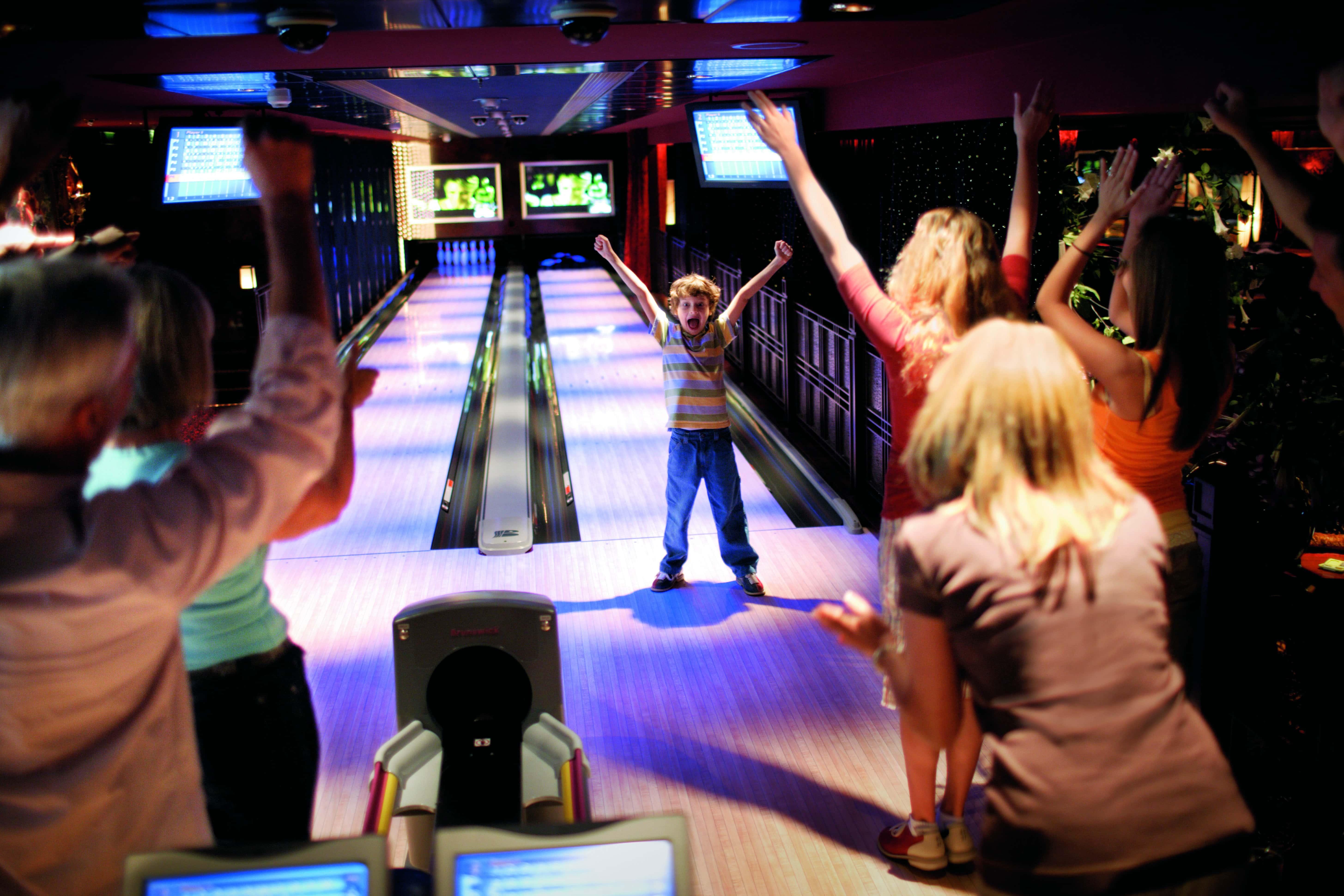 norwegian cruise line NCL bowling