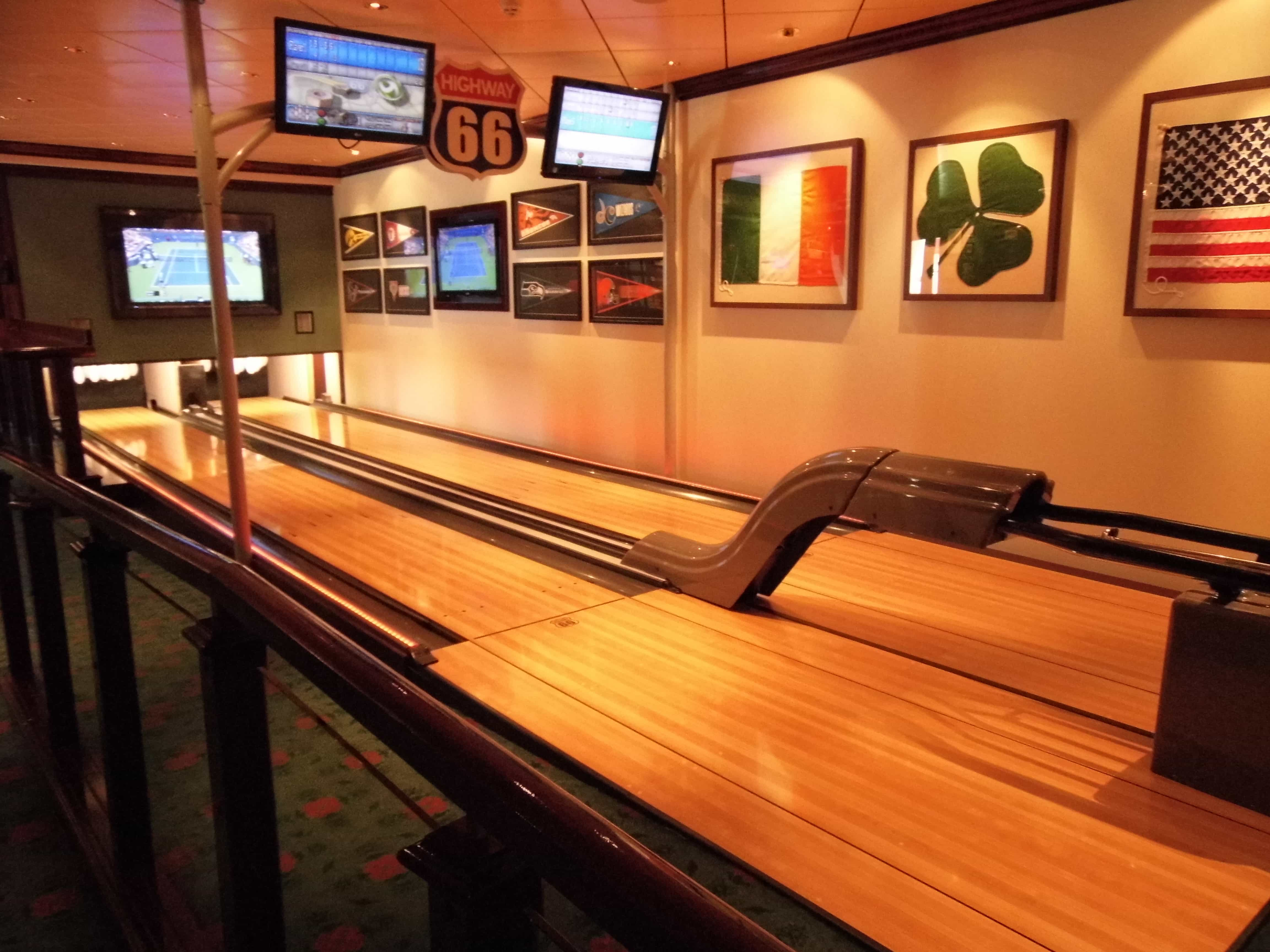 Norwegian Breakaway bowling alley