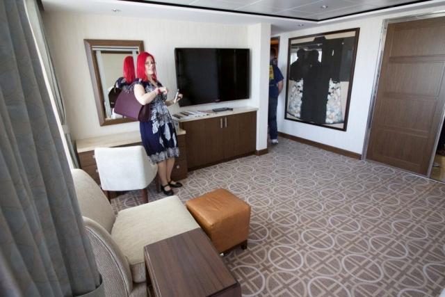 Celebrity Eclipse - Penthouse suite, Sanna! bedroom tv balcony cabin
