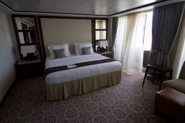 Celebrity Eclipse - Penthouse suite, bedroom bed balcony