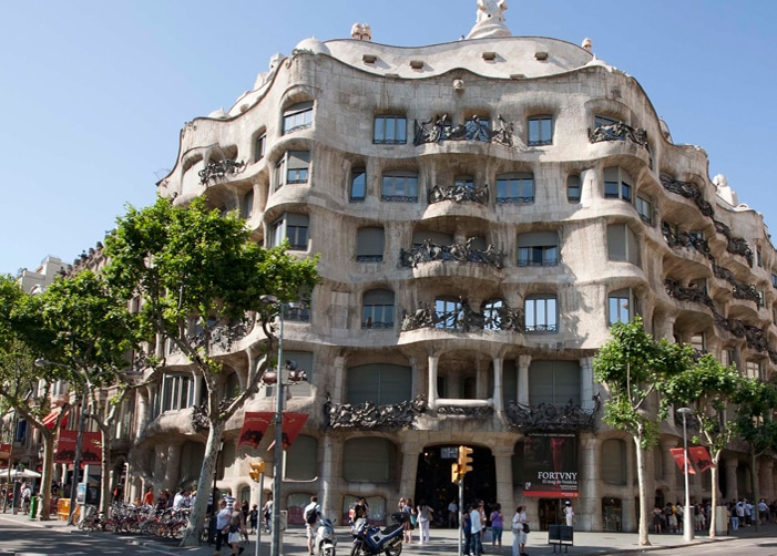 la pedrera barcelona bus tour spain cruise