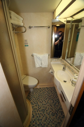 royal caribbean independence of the seas inside bathroom cabin