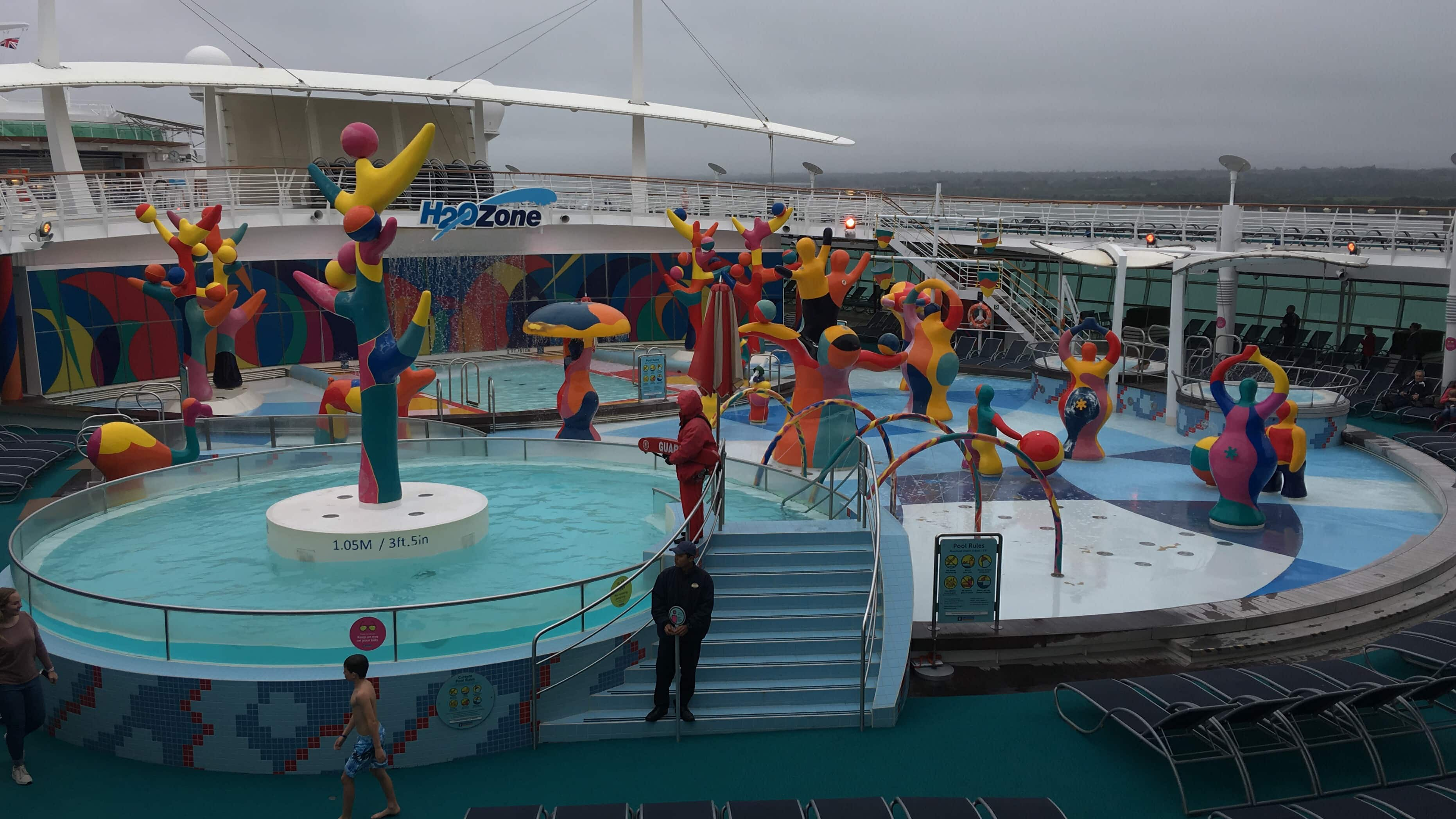 royal caribbean independence of the seas h20 zone swimming pool kids club