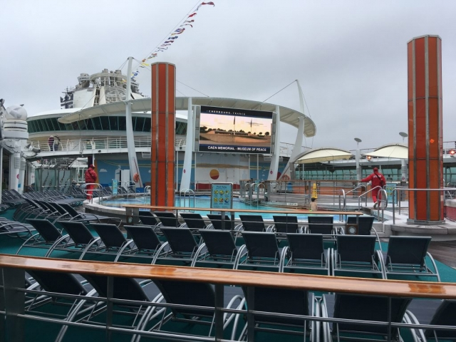 royal caribbean independence of the seas top deck swimming pools