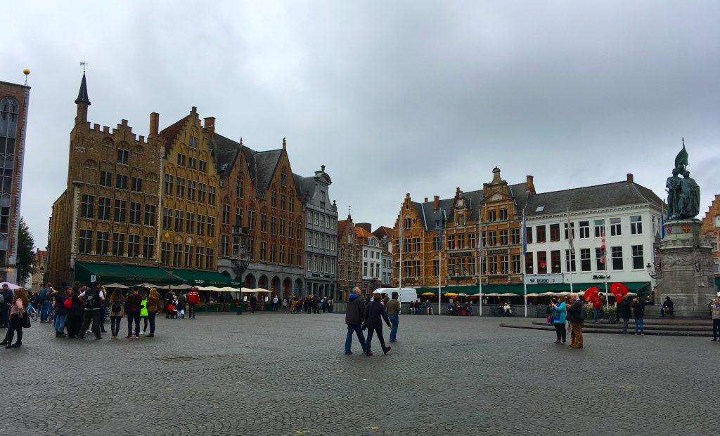 bruges belgium town square centre tour