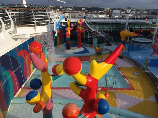 royal caribbean independence of the seas h20 zone waterpark swimming pool kids children