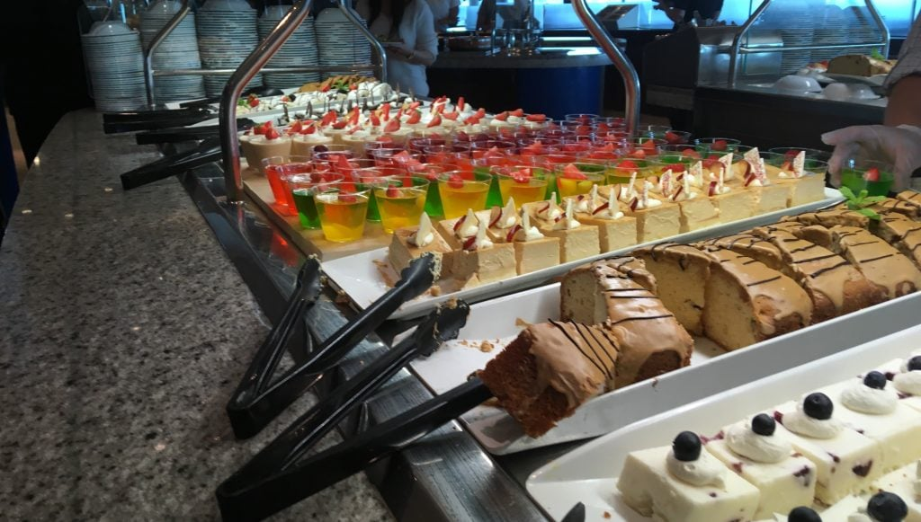 royal caribbean independence of the seas windjammer buffet cakes