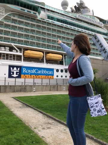 royal caribbean independence of the seas girl pointing at cruise ship nautical bag