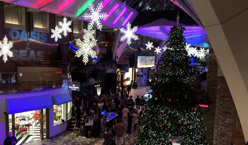 oasis of the seas promenade christmas tree shopping pub