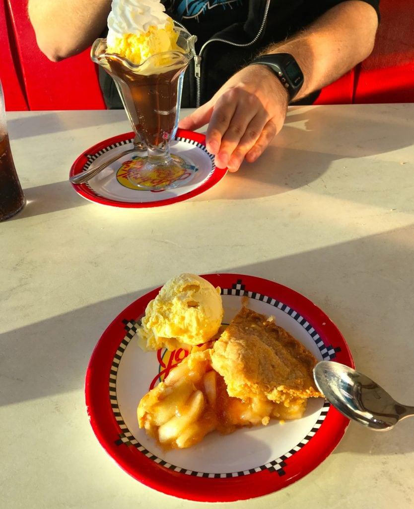 royal caribbean dessert johnny rockets ice cream apple pie a la mode