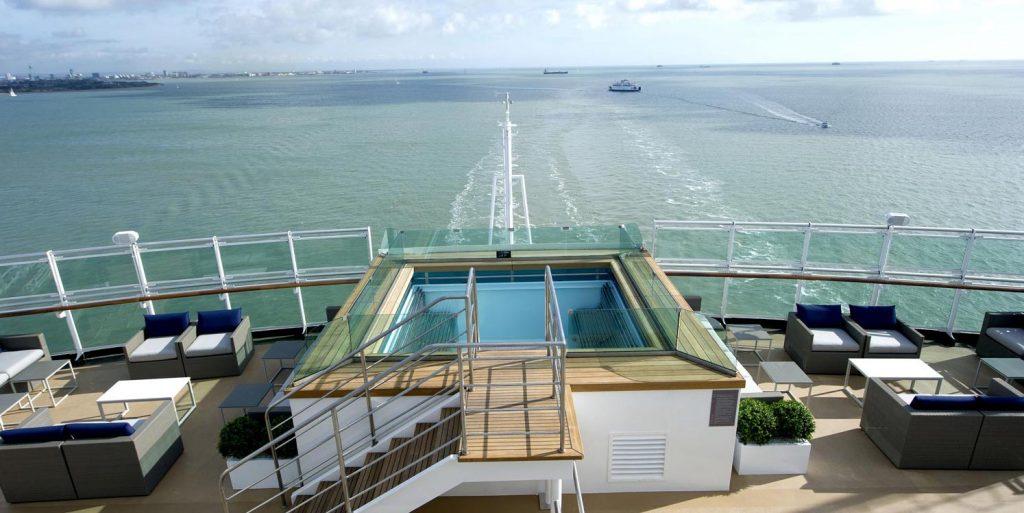 terrace pool britannia p&o cruises hot tub swimming pool view to ocean horizon