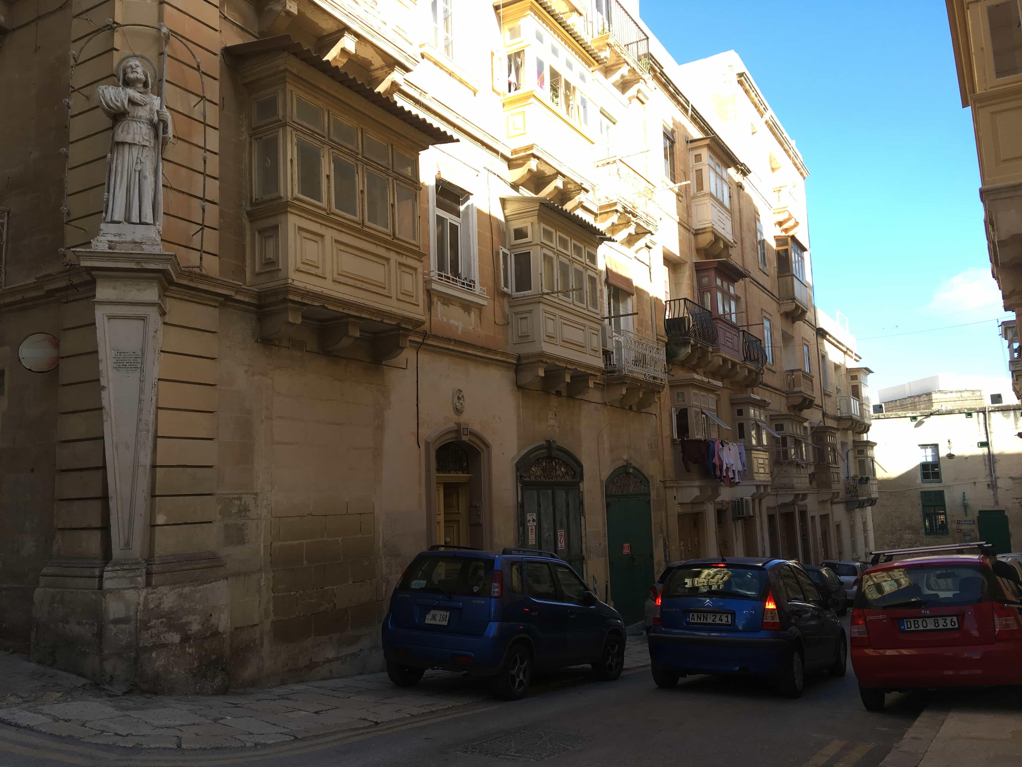 malta valletta street cars