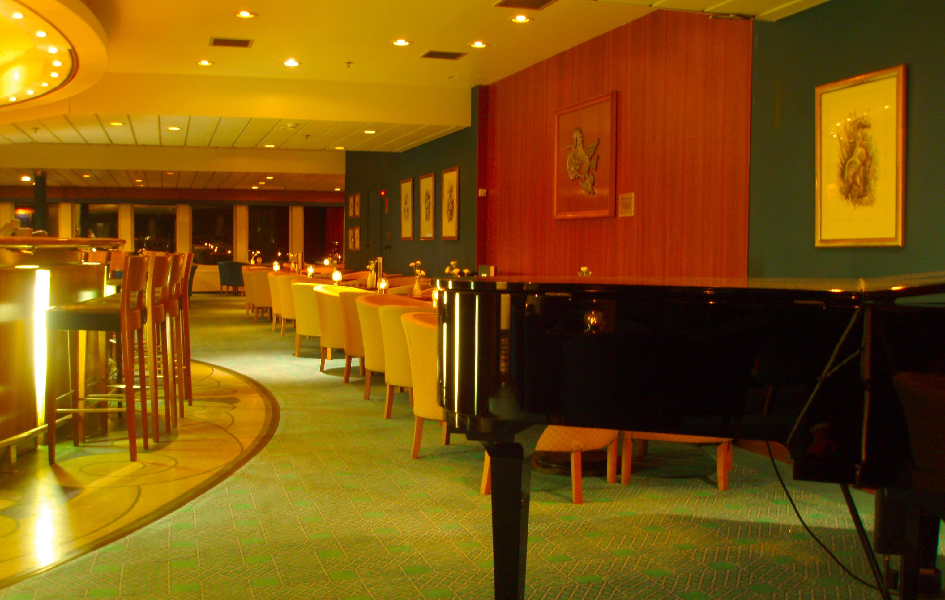 The Chrystal Bar featured live music and after dinner drinks (2008)