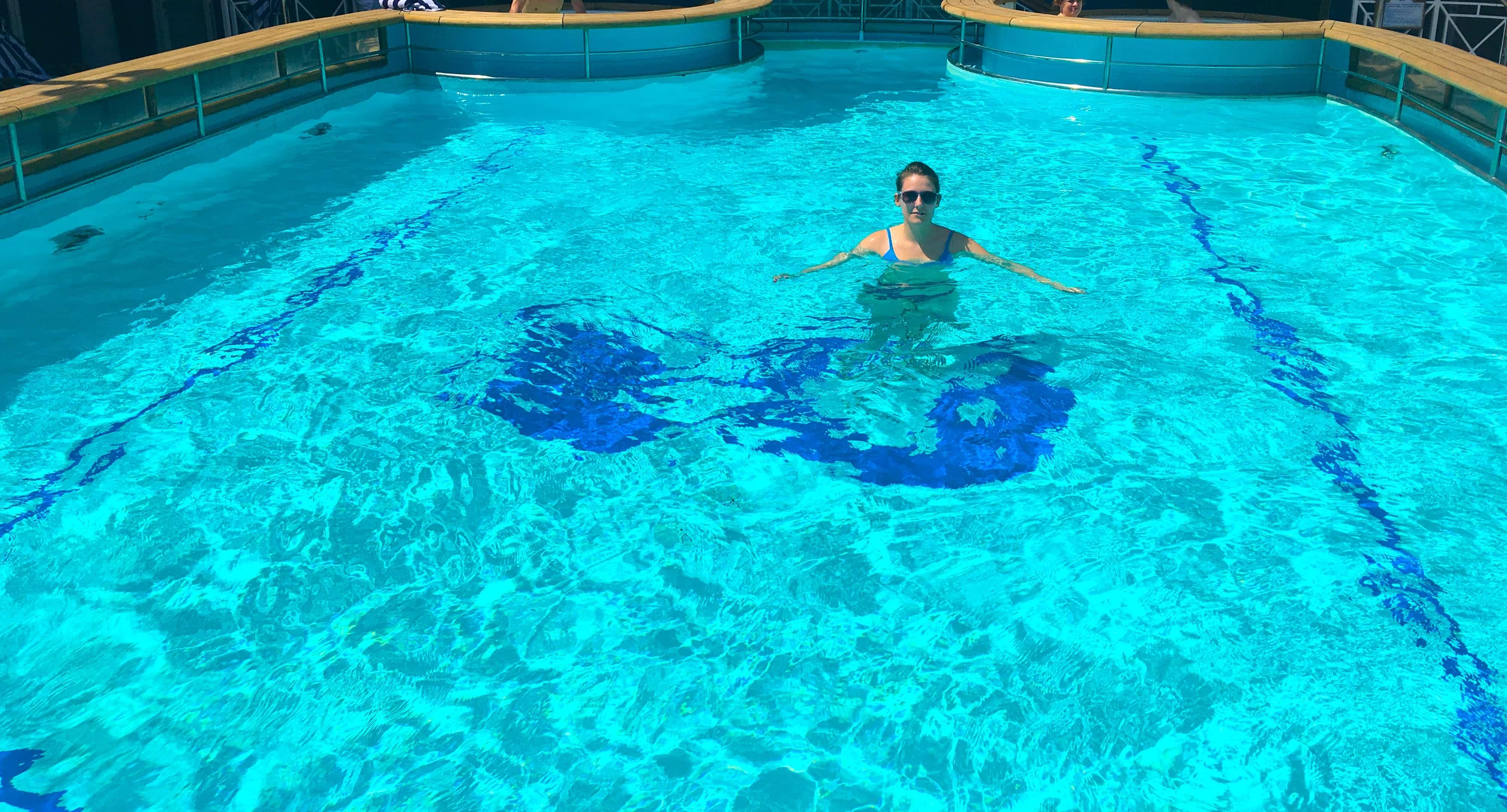 swimming pool golden princess me