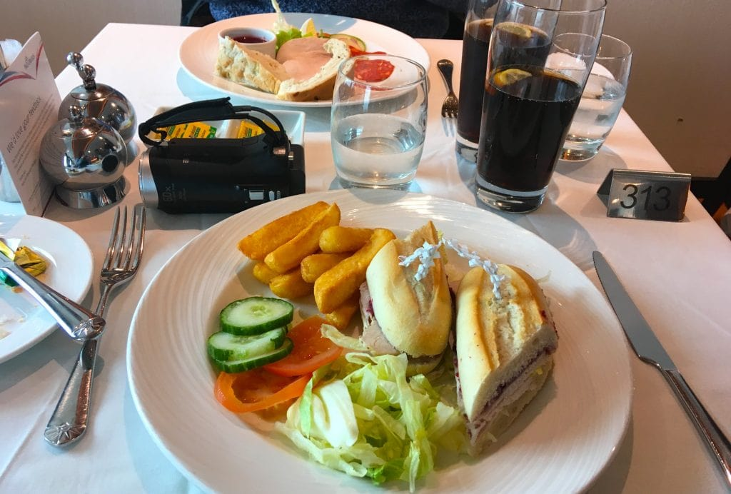 p&o britannia main dining room lunch food baguette chips