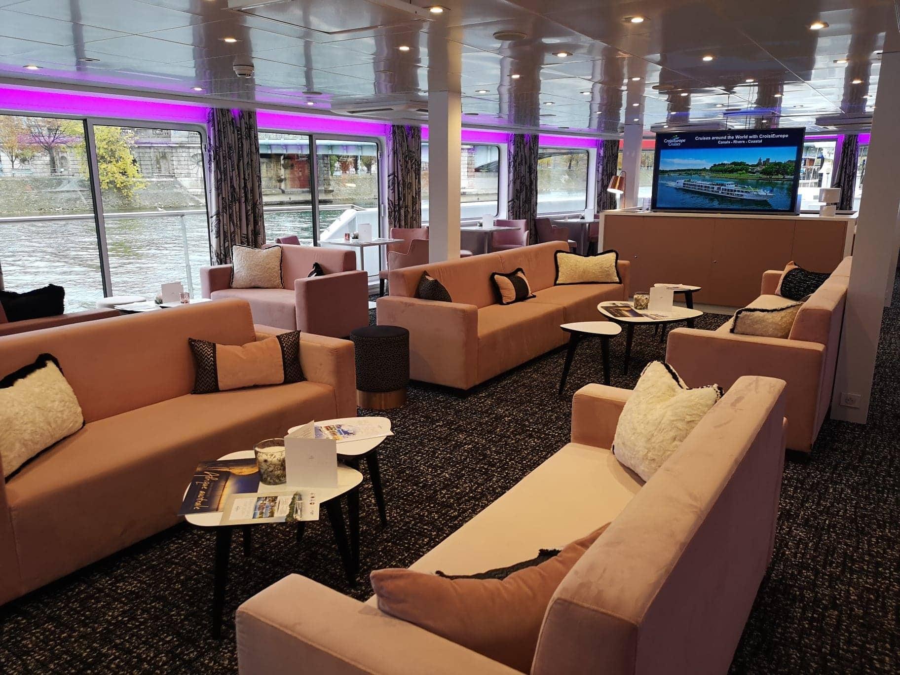 croisieurope renoir lounge pink sofas tv