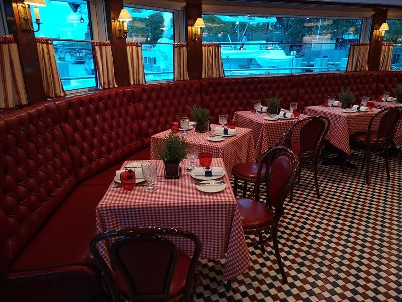 uniworld river cruise ship le bristot restaurant