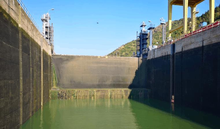 river cruise danube lock