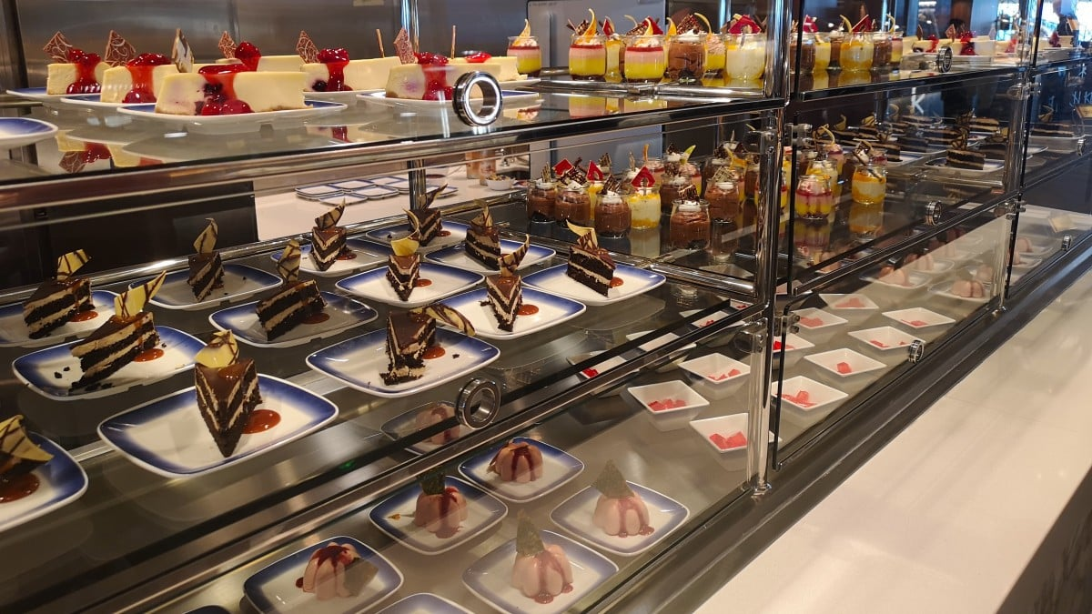 Norwegian Cruise Line Included Food Buffet Cakes Norwegian Encore