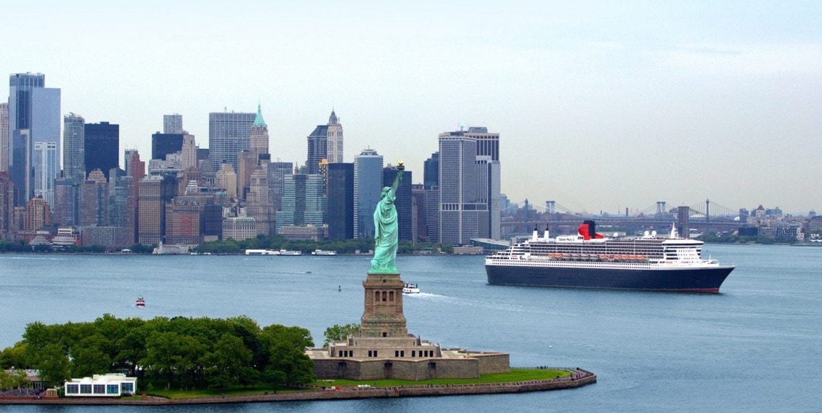 Queen Mary 2 Ocean Liner