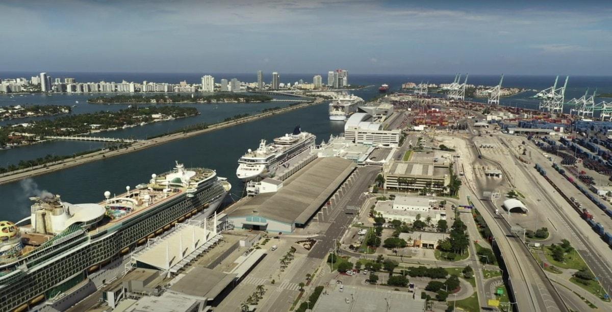 Cruise ships in miami